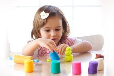 Giochiamo con quella che chiamano, plastilina, pongo o play-doh!